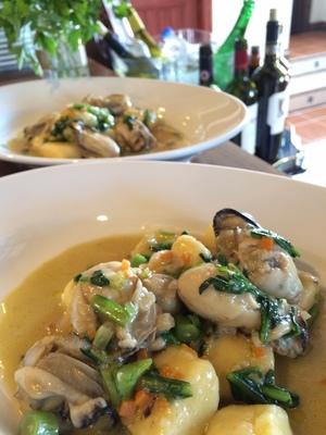 カデルヴェントの料理:自家製ニョッキの牡蠣と春菊和え